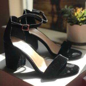 Velvet Heel with Ankle Strap | BAMBOO | Size 7